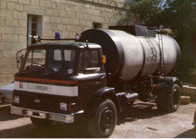 M-1822 - Ford Water Bowser